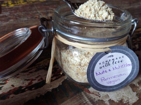 De lekkerste zelfgemaakte vega-parmezan: nuts & nutrition