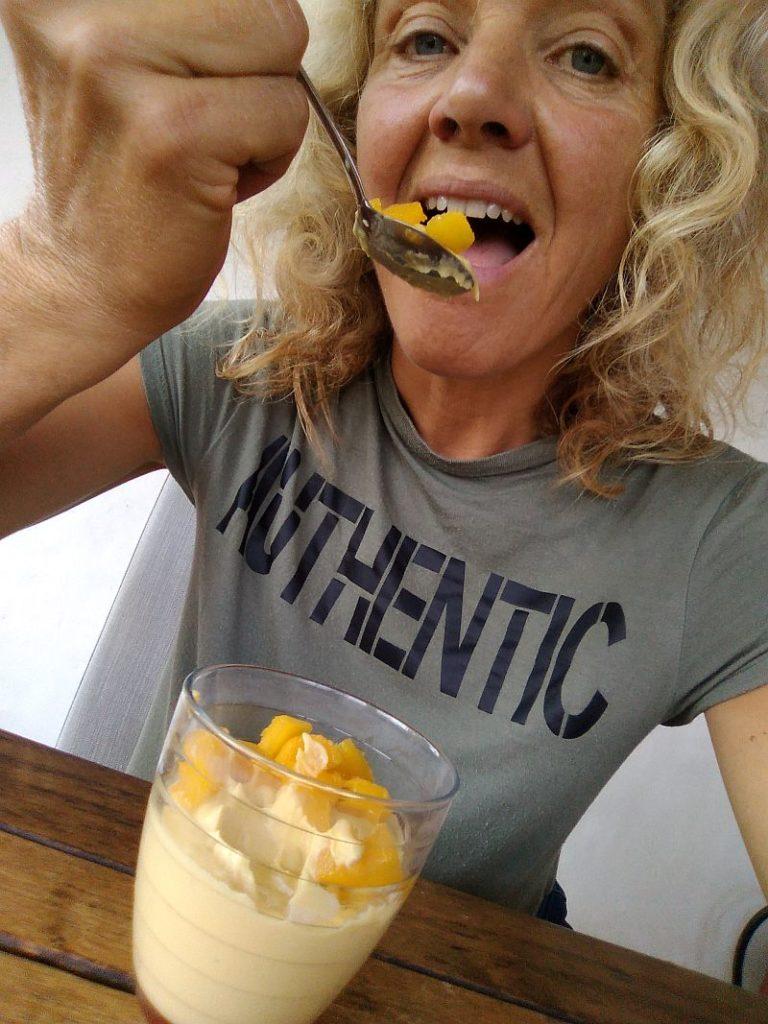 Vegan mango mousse met zoete aardappel